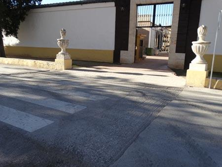 Comencen les obres de construcció dels passos de zebra del cementeri