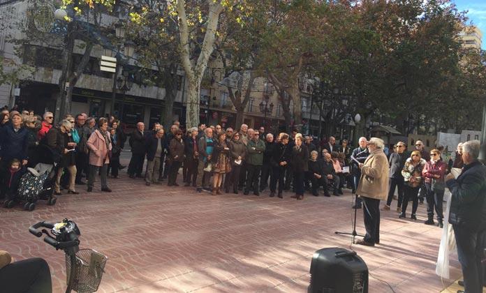 Concentración frente al Ayuntamiento de Xàtiva para revindicar por la inestabilidad de las pensiones