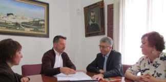 El Conseller Climent dóna el seu suport a Vicent Muñoz en la millora l'economia local