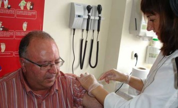 vacuna-a-paciente-en-centro