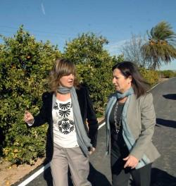 La alcaldesa de Alzira y la consellera de Agricultura
